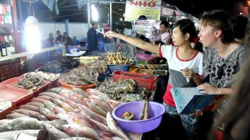 Spending a night in Phu Quoc with the local night market