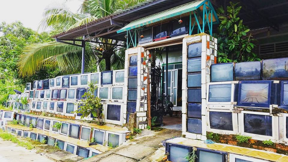 Vietnamese House Has a Fence Made Entirely Out of Old TV